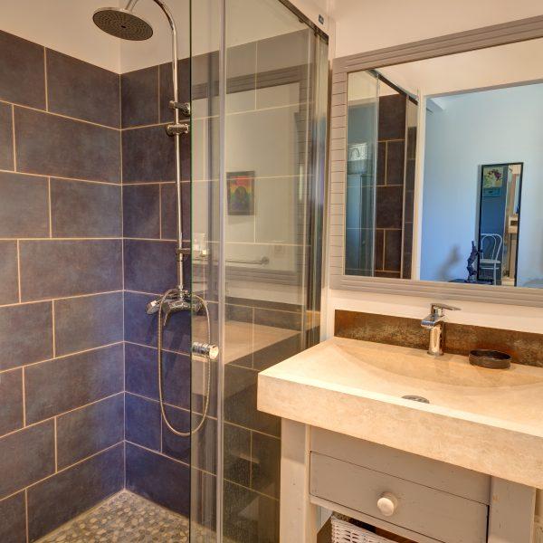 Chambre lavande salle de bain